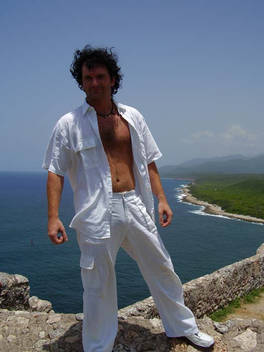 http://www.humorszerviz.hu/files/produkcio/se/sergio_santos-11935-full.jpg